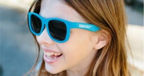 Как подобрать ребенку солнцезащитные очки
