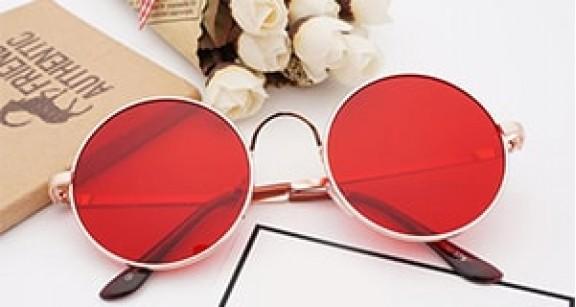 С чем носить красные солнцезащитные очки