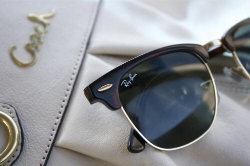 Поэтому, чтобы купить солнцезащитные очки Ray Ban, нужно делать выбор между  многими вариантами, перемерять разные варианты и только тогда можно  приобрести ... 9e2b329a9a4